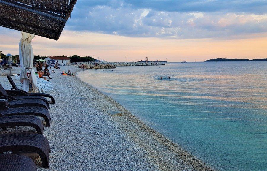 Badestrand i Fazana Kroatien