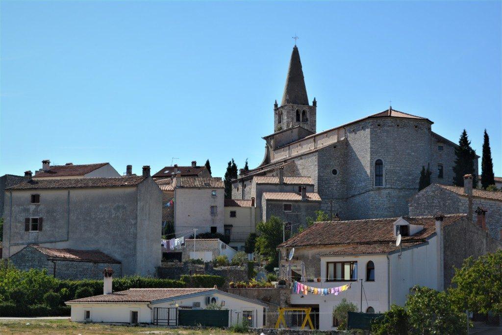 Lille hyggelig by på Istrien